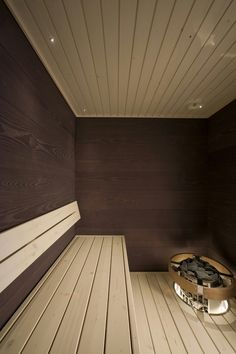Walnut sauna panel is the latest addition to Rotola-Pukkila's Laatupaneeli sauna panels! The beautiful walnut tones bring warmth and elegance to your sauna. #rotolapukkila #laatupaneeli #interiorpanels #saunapanels #walnut #sisustuspaneeli