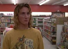 Sean Penn in Fast Times at Ridgemont High Best Teen Movies, Good Movies, 90s Movies, Comedy Movies, High School Movies, Brad Pitt And Jennifer, Phoebe Cates, Bon Film, Sean Penn