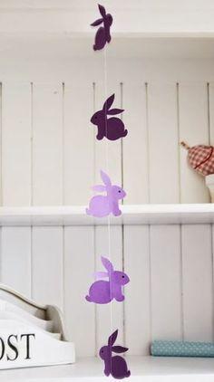 A képsor alján található sablon alapján, színes dekorációs papírból kivágott nyusziformákból készíthető el az alábbi húsvéti dekoráció. Az...