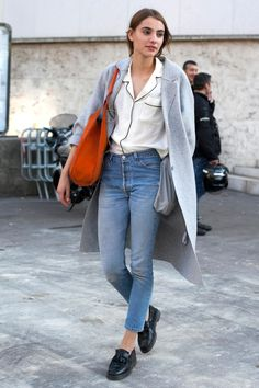 And more of our favorite street style looks from day 2 of Paris Fashion Week. Top Street Style, Model Street Style, New Outfits, Fall Outfits, Streetwear, Pijamas Women, Looks Pinterest, Pajama Top, Pajama Shirt