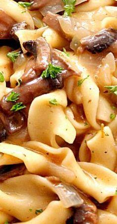 Easy Mushroom Stroganoff Recipe - quick and easy vegetarian version of a classic beef stroganoff. Best Pasta Recipes, Best Italian Recipes, Cajun Recipes, Vegetarian Recipes, Cooking Recipes, Mushroom Stroganoff, Stroganoff Recipe, Lotsa Pasta, Pasta Dinners