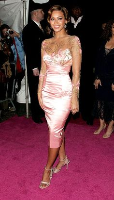 Beyonce Knowles The Pink Panther movie premiere Beyonce Coachella, Divas, Beyonce Knowles Carter, Beyonce Style, Queen B, Celebs, Celebrities, Pink Dress, Celebrity Style