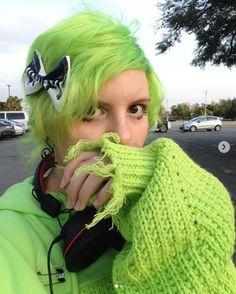 Glorious in green! // Manic Panic Amplified Semi-Permanent Neon Electric Lizard Hair Dye & White & Black Drip Hair Bow