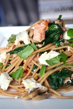 Knoflookspaghetti  met zalm, spinazie en mozzarella