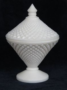 Westmoreland English Hobnail Milk Glass White Candy Dish with Lid Vintage Bowls, Vintage Glassware, Milk Glass Candy Dish, Wilton Manors, Westmoreland Glass, Classic Candy, Antique Beds, Wood Crates, Carnival Glass