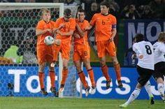 Holanda vs Estonia En Vivo por ESPN + Eliminatorias UEFA rumbo al Mundial Brasil 2014 juegan hoy Viernes 22 de Marzo a partir de las 13:30hrs Centro de México en el Estadio Amsterdam Arena. Amsterdam, Holanda.