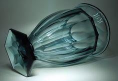 Val St Lambert - Vase 'Atlantide' Vase en cristal bleu Pompéi - Création probablement de Joseph Simon 1922-1926. H 30 cm.