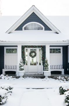 41 Spectacular Christmas Front Porch Decorating Ideas For Your Home To Try Cottage Christmas, Christmas Home, Christmas Front Porches, Christmas Dance, Homemade Christmas, White Christmas, Christmas Decor, Christmas Gifts, Diy Outdoor Furniture