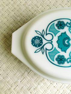 Pyrex HORIZON BLUE casserole, 2.5 quart cinderella 045, lidded casserole baking dish 2 1/2 qt, turquoise teal white floral, mod kitchenware