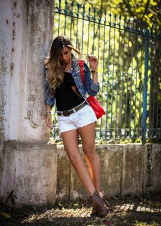 Jaqueta jeans com pedrarias by Chiclet Store