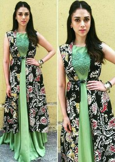 Aditi Rao Hydari in Green Sleeveless Long Dress with Long Prtined… Kurta Designs, Blouse Designs, Ethnic Fashion, Indian Fashion, Indian Dresses, Indian Outfits, Kalamkari Dresses, Party Kleidung, Ethnic Dress