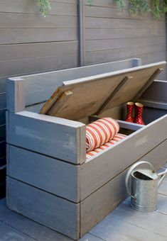 DIY design ideas to turn wooden pallets into fantastic furniture for your home a. - DIY design ideas to turn wooden pallets into fantastic furniture for your home and garden. Outdoor Furniture Plans, Wooden Pallet Furniture, Wooden Pallets, Diy Furniture, Furniture Storage, Furniture Projects, Outdoor Palette Furniture, Out Door Furniture, Luxury Furniture