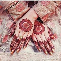 Mehndi design is one of the most authentic arts for girls. The ladies who want to decorate their hands with the best mehndi designs. Circle Mehndi Designs, New Bridal Mehndi Designs, Mehndi Designs 2018, Modern Mehndi Designs, Mehndi Designs For Fingers, Unique Mehndi Designs, Mehndi Design Pictures, Beautiful Mehndi Design, Arabic Mehndi Designs