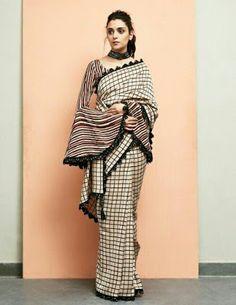Blouse Back Neck Designs, Cotton Saree Blouse Designs, Saree Blouse Patterns, Designer Blouse Patterns, Fancy Blouse Designs, Design Patterns, Trendy Sarees, Stylish Sarees, Anarkali