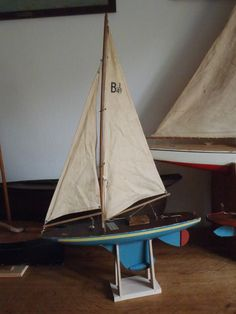 Voilier de bassin vers 1950 de la marque britannique Britannia pond yacht