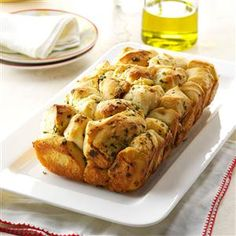 Pull-Apart Garlic Bread ~ People go wild over this golden, garlicky loaf whenever I serve it. There's intense flavor in every bite. —Carol Shields, Summerville, Pennsylvania (made extra easy with frozen bread dough) My Recipes, Bread Recipes, Cooking Recipes, Favorite Recipes, Dinner Recipes, Cooking Ideas, Recipies, Healthy Recipes, Pull Apart Garlic Bread