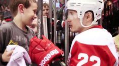 Hockey players making fans days Best Fan, Cutest Thing Ever, Hockey Players, Nhl, Good Things, Youtube, Fans, Funny Gifs, Community