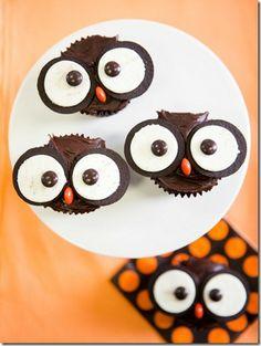 owl cupcakes: chocolate cake mix, chocolate icing, oreos, orange and brown M = easy peasy!