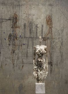 alberto giacometti - texturism - sculpture of the artist's wife Annette in front of sketches Alberto Giacometti, Modern Art, Contemporary Art, Contemporary Sculpture, Gagosian Gallery, Art Sculpture, Sculpture Ideas, Figurative Art, Installation Art