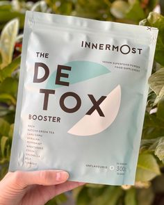 All about the greeen🌱 The Detox Booster Vegan superfood powder blend. Flush the bad, replace with good and feel the glow. Well I will let you know how this power powder working 🐝 Beauty Tips, Beauty Hacks, Superfood Powder, Wheat Grass, Spirulina, Turmeric, Your Skin, Body Care, Peppermint