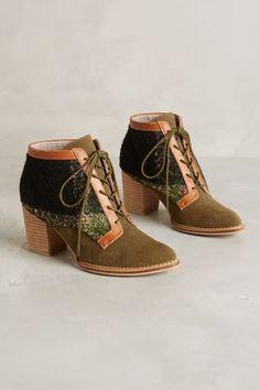 Lace Up Booties - anthropologie.eu Estos zapatos son los más bonitos que he visto nunca...