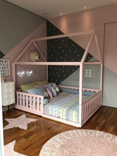 Montessori double bed with grid Toddler Room Decor, Toddler Rooms, Baby Room Decor, Toddler Bed, Kids Bedroom Designs, Baby Room Design, Baby Bedroom, Girls Bedroom, Little Girl Bedrooms