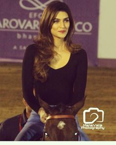 Kriti sanon erotic cleavage queen Bollywood and tollywood with her curvy body show. Hot and sexy Indian actress very sensuous cute beautifu. Beautiful Bollywood Actress, Beautiful Indian Actress, Beautiful Actresses, Bollywood Stars, Bollywood Fashion, Cute Girl Face, Actor Picture, Girl Photo Poses, Girl Poses