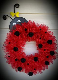 Trendy Crochet Ideas For Mom Fun Wreath Crafts, Diy Wreath, Wreath Making, Stick Wreath, Mesh Wreath Tutorial, Clothes Pin Wreath, Tulle Wreath, Sunflower Wreaths, Deco Mesh Wreaths