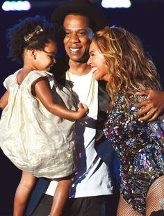 The Carter Family at the VMAS 2014, Beyonce presented the Michael Jackson Vanguard Award by her husband Jay Z & daughter Blue 8/24/14.