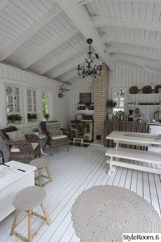 kesäsisustus,kesäkeittiö Forest Cottage, Lakeside Cottage, Cottage Design, House Design, Garage Workbench Plans, Summer House Interiors, Tiny Log Cabins, Summer Kitchen, Modern Kitchen Design