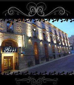 El HOTEL REAL DE TOLEDO se encuentra situado dentro del Casco Histórico de Toledo, a un paso de la emblemática Plaza de Zocodover en su principal calle de acceso desde la Puerta de Bisagra. Frente a la Mezquita del Cristo de la Luz y la Puerta del Sol.