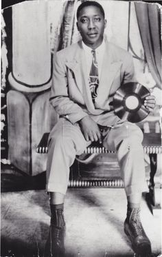 Muddy Waters in 1941, holding one of his Library of Congress 78s.