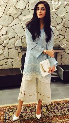 Casual Dresses, Fashion Dresses, Women's Fashion, Pakistani Fashion Casual, Sleeves Designs For Dresses, Kurti, Salwar Kameez, Lace Patterns, Indian Designer Wear