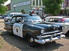 1953 Ford Mainline - California Highway Patrol car. Nice Unity spotlights on this vintage vehicle.....