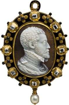 Gold, laminated agate, diamond, pearl, enamel Felipe II cameo pendant, Italy, Milan made (estimated), ca 1555.
