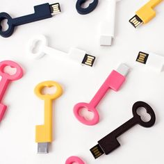 How adorable are these key USB drives? This is a great way to give your clients their #digital #images.