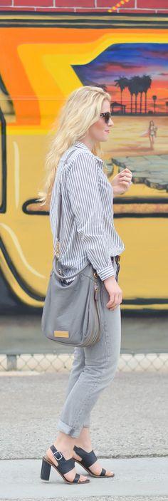 Monochrome Grey Outfits Ideas w. Levi's Jeans