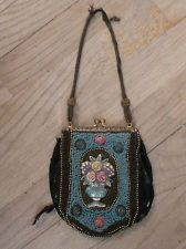 ANTIQUE SMALL BLACK FLORAL PATTERN TAPESTRY HANDBAG PURSE W/ BEADS