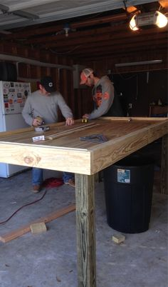 How to build an oyster shucking table: Picture Tutorial Bar Table Diy, Patio Bar Set, Pub Table Sets, Bar Tables, Shucking Oysters, Garage Floor Plans, Build A Table, Pub Design, Pub Set