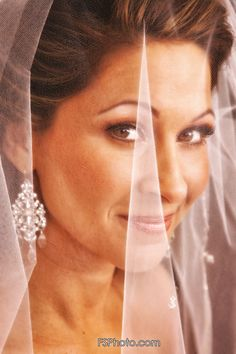 Wedding Photography - Gorgeous Bride behind her veil Veil, Wedding Photography, Bride, Fashion, Wedding Shot, Moda, Drop Veil, Wedding Bride, The Bride
