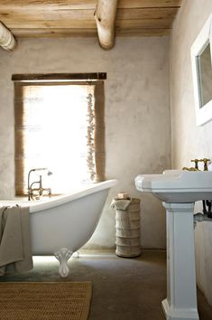 freestanding bath, pedestal sink