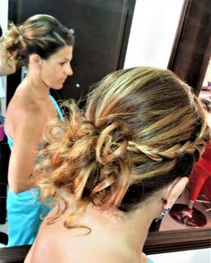 Messy updo with braids! 👌