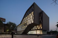 Image 1 of 35 from gallery of Saengthai Rubber Headquarter / Atelier of Architects. Photograph by Anake Senadee