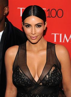 How to Steal Kim Kardashian's Sultry Eye Makeup Look Kylie Jenner Fotos, Kendall Jenner, Look Kim Kardashian, Bold Brows, Rosie Huntington Whiteley, Celebs, Celebrities, Grow Hair, Celebrity Hairstyles