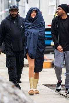 "Zendaya On The Set Of ""The Greatest Showman"" in NYC #zendaya #zendayastyle #zendayafashion #zendayastylefiles #ugg #uggs #uggaustralia"