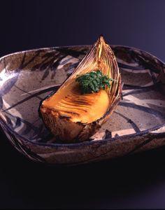 Japanese grilled bamboo shoot: photo by Gozen Koshida. / I bet you loose WEIGHT too! Japanese Taste, Japanese Food Art, Japanese Dishes, Love Food, A Food, Bamboo Leaves, Bamboo Shoots, Bamboo Crafts, Specialty Foods