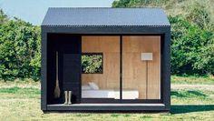 De Japanse winkelketen Muji gaat een 'tiny house' op de markt brengen. De Muji Hut was origineel bedoeld als klein vakantiehuisje, maar kan ook als ...