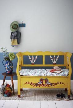 Folk Decorating & Paint Story More Furniture painted colour Paredes pintadas a medias – Half painted walls Art Furniture, Hand Painted Furniture, Furniture Makeover, Painting Furniture, Bohemian Furniture, Painted Walls, Furniture Online, Furniture Outlet, Cheap Furniture