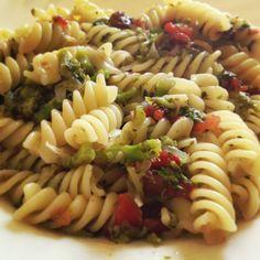 #eliche con #broccoli , #uva #passa e #pinoli :-) buon pranzo da #ricettelastminute