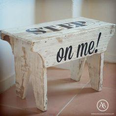"""Um banquinho rústico com tipografia """"Step on me"""" é uma peça gira // Small rustic step with the slogan """"Step on me"""""""